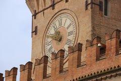 Внешняя деталь башни с часами на Palazzo Comunale в болонья, Италии Стоковое Фото