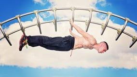 Внешняя разминка фитнеса бара парка Стоковое Изображение