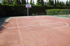 Внешняя спортивная площадка для баскетбола Стоковое фото RF
