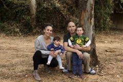 Внешняя счастливая семья стоковая фотография rf