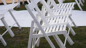 Внешняя установка свадьбы в алтаре просмотра Вашингтона и обеденных столах сток-видео