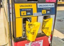 Вне - - газовые насосы обслуживания Стоковые Фотографии RF
