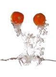 вне красный томат выплеска стоковые изображения