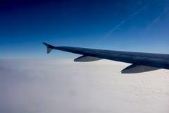 Вне крыло двигателя окна двигателя в воздухе Стоковая Фотография RF