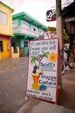 Вне магазина замороженного заварного крема DandE, San Pedro, янтарь Caye, Белиз Стоковое Изображение RF