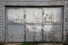 вне несенная старая гаража двери серая Стоковое Изображение RF