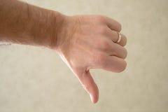 вниз большой пец руки Стоковые Изображения RF