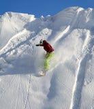 вниз двигая snowboarder Стоковые Изображения