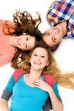 вниз лежа люди 3 детеныша Стоковые Фото
