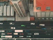 вниз посмотрите улицу к стоковые изображения rf