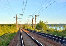 вниз смотреть поезд следов дороги рельса Стоковые Изображения