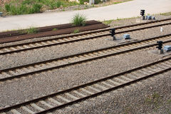 вниз смотреть поезд следов дороги рельса Стоковые Фото