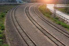 вниз смотреть поезд следов дороги рельса Стоковая Фотография