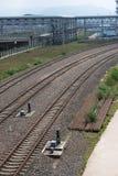 вниз смотреть поезд следов дороги рельса Стоковое фото RF