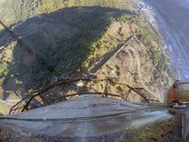 Вниз с взгляда от вершины промышленного камина стоковое фото rf