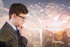 Внимательный человек в городе, hologram мозга AI бесплатная иллюстрация
