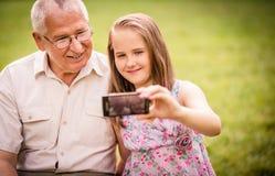 Внук при дед захватывая моменты Стоковые Фото