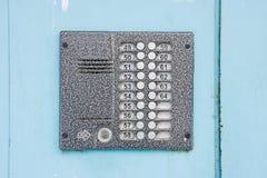 Внутренная связь входной двери на металлической двери Стоковое Фото