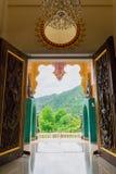Внутреннее место виска религиозных буддистов стоковое изображение rf