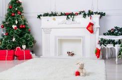 Внутреннее художественное оформление: Внутреннее художественное оформление w живущей комнаты рождества стоковое фото rf