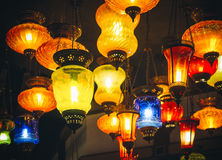 Внутреннее художественное оформление зарева красочного света фонариков яркое Стоковая Фотография RF
