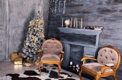 Внутреннее художественное оформление с коробками рождества, камин рождества Стоковые Изображения