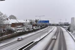 Внутреннее шоссе Лондона после снежного дня стоковая фотография rf