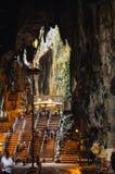 Внутреннее Batu выдалбливает выход на поверхность известняка расположенный как раз к северу от Куалаа-Лумпур Пещеры Batu имеют 3  Стоковое фото RF