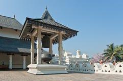 Внутренние здания буддийского виска реликвии зуба в Канди, Шри-Ланке. стоковые изображения