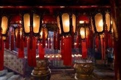 Внутренние красные китайские фонарики Man Mo Temple Гонконга Стоковая Фотография RF