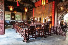Внутренние меблировкы китайского старого дома в Сучжоу Стоковое Фото