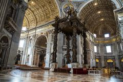 Внутренний взгляд базилики ` s St Peter, Рима, Италии стоковое изображение rf