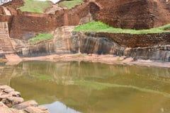Внутренний взгляд бассейна вверху крепость утеса Sigiriya Стоковая Фотография