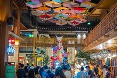 Внутренний взгляд ЗНАЧКА СИАМА, новые торговый центр и ориентир Бангк стоковые фотографии rf