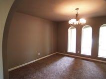 Внутренний взгляд комнаты с сдобренным Windows Стоковое Фото