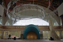 Внутренний взгляд мечети Sakirin в Стамбуле, Турции стоковая фотография rf
