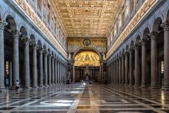 Внутренний взгляд папской базилики St Paul вне стен стоковое изображение