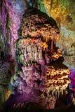 Внутренний взгляд пещеры Prometheus со светами стоковая фотография rf