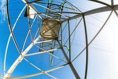 Внутренний взгляд структуры под башней передачи энергии Стоковое Изображение