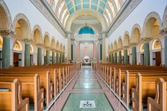 Внутренний взгляд церков Immaculata университета Сан Dieg стоковая фотография