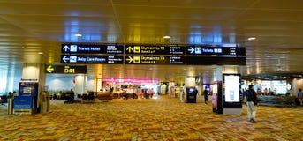 Внутренний взгляд авиапорта Changi в Сингапуре Стоковая Фотография RF