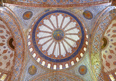 Внутренний взгляд голубой мечети, Sultanahmet Стоковые Фотографии RF
