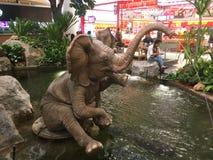 Внутренний взгляд на реновации Bangkae мола стоковая фотография