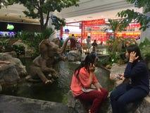 Внутренний взгляд на реновации Bangkae мола стоковое изображение rf