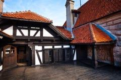 Внутренний двор замка отрубей в Румынии Стоковые Изображения RF
