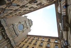 Внутренний двор церков в бенедиктинском аббатстве Santa Maria de Монтсеррате в Monistrol de Монтсеррате, Испании Стоковые Фото