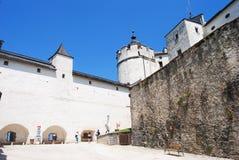 Внутренний двор Festung Hohensalzburg в Зальцбурге Стоковое Изображение RF