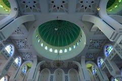 Внутренний главный купол султана Ahmad Shah 1 мечеть в Kuantan стоковое изображение rf