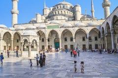 Внутренний двор мечети мечети Sultanahmet голубой, Ist Стоковая Фотография RF
