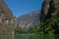Внутренний каньон Sumidero около Tuxtla Gutierrez в Чьяпасе Стоковые Фото